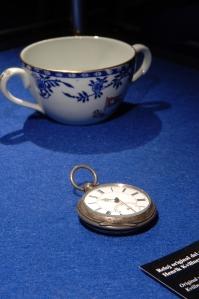 20 Reloj y taza. Foto © Musealia