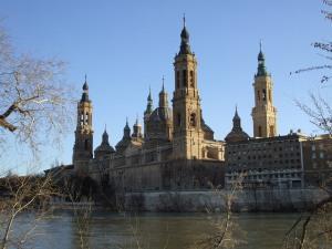 El Pilar con el rio Ebro